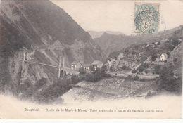 Cp , 38 , LA MURE , Route De La Mure à Mens, Pont Suspendu à 100 M. De Hauteur Sur Le Drac - La Mure