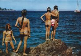 83-----ILE DU LEVANT--groupe De Naturistes--( Nus Féminin )---voir 2 Scans - Autres Communes