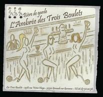 """Etiquette Biere  De  Garde L'Ambrée Des Trois Boulets """"femmes Boulets Aux Pieds"""" Brasserie Les Trois Boulets Grenade Sur - Beer"""