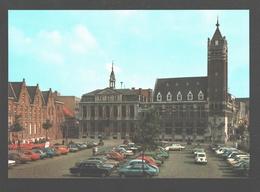 Roeselare - Grote Markt - Stadhuis - Vintage Cars Renault, Lada, ... - Nieuwstaat - Roeselare