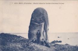 9T - 29 - Beg-Meil - Finistère - Menhir Dans Les Landes Dominant La Mer - J. Nozais N° 7 - Beg Meil