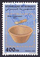 Timbre Oblitéré N° 719TB(Yvert) Djibouti 1997 - Objet Traditionnel, Bol - Djibouti (1977-...)