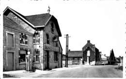 Méan - L'Ecole Communale Et Les Monuments 1914-18 1940-45 (Delhaize, Pompe à Essence) - Havelange