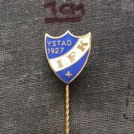 Badge Pin ZN007055 - Football (Soccer / Calcio) Sweden Idrottsföreningen Kamraterna Ystad 1927 IFK - Football