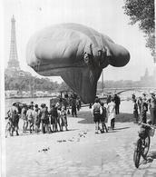 Paris 1934 Exposition Internationale Du Feu Et De La Sécurité Aérienne ,saucisse , Péniche Arrière Plan - Boats