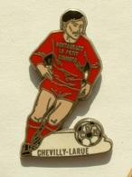 PIN'S FOOTBALL - CHEVILLY LA RUE - - Football