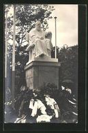 AK München, Denkmal Max V. Pettenkofer, Maximiliansplatz - Muenchen