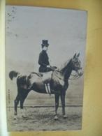 L10 9605 CPA PHOTO 1902 - ANIMAUX - BEAU CHEVAL MONTE EN AMAZONE PAR JEUNE FEMME. EDIT. S.I.P. 45e SERIE N° 2 - Pferde