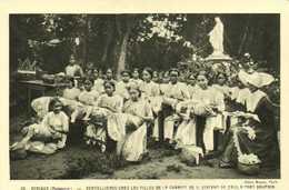 AFRIQUE (Madagascar) Dentellières Chez Les Filles De Charité De St Vincent De Paul à Fort Dauphin RV - Madagascar