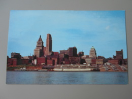ETATS UNIS OH OHIO SKYLINE OF CINCINNATI FROM THE KENTUCKY SHORES OF THE OHIO RIVER......... - Cincinnati