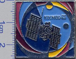 396 Space Soviet Russian Pin. Satellite KOSMOS-23 - Space