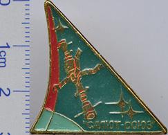 399-5 Space Soviet Russian Pin. Orbital Station Salyut-Soyuz - Space