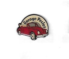 Pin's  Automobile  V W  Coccinnelle  Décapotable  Bordeaux  Garage  Peclet - Volkswagen