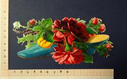 CHROMO DECOUPI    FLEURS  ROSES DANS UN GRAND SOULIER BLEU    LONGUEUR 15  Cm - Flowers