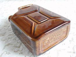 Flasque Publicitaire Céramique Jerrican Carburants L'étang à Provins.11 X 15 Cm. - Autres