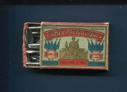 PLUME Sergent Major  SUPERBE BOITE PLUMES PATRIOTIQUES Compagnie Française Biberon Rue ST Honoré Paris 1900 - Pens
