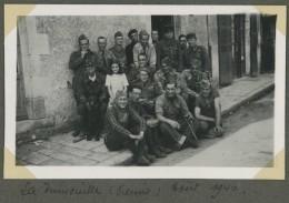 Guerre De 1939-45 . 11 Photos Prises à La Trimouille (Vienne) En Août 1940 . Soldats . - Guerre, Militaire