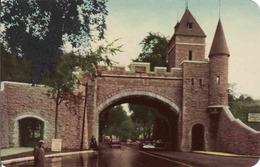 Canada > Quebec > Quebec, St. John Gate, La Porte St. Jean, Car, Used - Québec – Les Portes