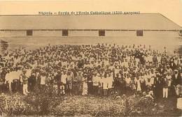 Pays Div : Ref M282- Missionnaires - Missions - Nigeria - Sortie De L Ecole Catholique  -carte Bon Etat - - Nigeria