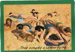 VACANCES TROP OCCUPES A NE RIEN FAIRE - COUPLES ALLONGES SUR LE SABLE - CPSM - HUMOUR -année 1973 - Humour