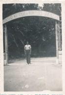 Photo Amateur - Entrée Du Collège National De Moniteurs Et D'Athlètes (Ca 1950) - War, Military