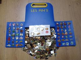 Lot De 1000 Pin's  Avec Classeur - Badges