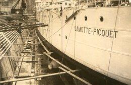 LOT 3 PHotos Bateau Guerre Croiseur Lamotte Picquet Mai 1938 à Hong Kong Et Messe à Bord Amiral Le Bigot Les Canons - Boats