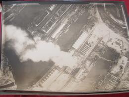 PHOTO AERIENNE /INCENDIE D UN DOCK APRES BOMBARDEMENT ALLEMAND 1 - War, Military