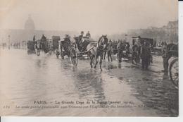 PARIS - La Grande Crue De La Seine ( Janvier 1910 ) 139 - La Seule Partie Pratiquable Aux Voitures Sur ...- N.D.PhotE994 - Inondations De 1910