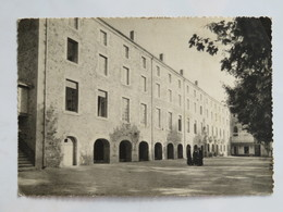 C.P.A. : 42 LA VALLA EN GIER : Institution Notre-Dame Des Victoires, Façade Principale, Animé - France