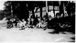 """""""COLONIE DE CASTEL-BEVONS   MON  EQUIPE   AOUT 1948"""" - Lieux"""