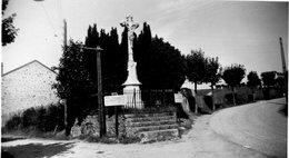 """""""CHRIST DEVANT ABRI DU PELERIN  AOUT 1940""""- PANNEAU """"ROCHEPAULE  12KM -ST AGREVE 27KM - Lieux"""
