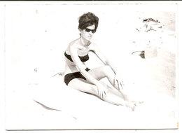 Photo Originale , Femme En Maillot De Bain , Dim. 9.0 X 6.0 Cm - Personnes Anonymes