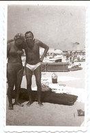 Photo Originale , Couple En Maillot De Bain , Dim. 6.0 X 9.0 Cm - Personnes Anonymes
