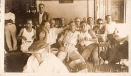 CASSIS/MER   1 AOUT 1948    Hommes Attablés Sur Une Terrasse - Lieux