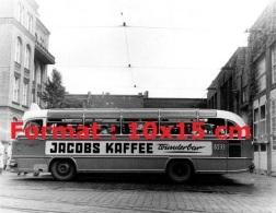Reproduction D'une Photographie D'un Bus Avec De La Publicité Jacobs Kaffee - Reproductions