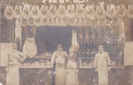 A IDENTIFIER BOUCHERS CHARCUTIERS DEVANT LEUR BOUTIQUE CARTE PHOTO BELLE CARTE RARE !! - Cartes Postales