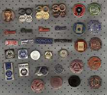 Lot - 33 PINS RADE KONCAR Skopje - ELECTRICAL INDUSTRY,WELDING SOUDAGE ,HOUSEHOLD APPLIANCES, - Badges