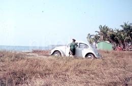 1968 VW VOLKSWAGEN BEETLE Carocha LUANDA ANGOLA AFRICA AFRIQUE ORIGINAL 35mm DIAPOSITIVE SLIDE Not PHOTO No FOTO B3032 - Diapositives (slides)