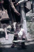 70s CHILD PEE AMATEUR 35mm DIAPOSITIVE SLIDE NO PHOTO FOTO B3034 - Diapositives (slides)
