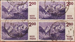 USED DEFINITIVE STAMP IN BLOCK ON PAPER/200 HIMALAYAN MOUNTAIN (Issued In 1976) - Blocks & Sheetlets