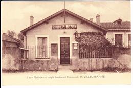 VILLEURBANNE: Rue Phélypeaux, Angle Boulevard Pommerol. Photo R. Bozon. Carte Publicitaire - Villeurbanne