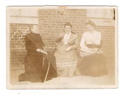 PHOTO ORIGINALE 20 ème SIECLE 3 FEMMES BOURGOISES - 3 BOURGOISE WOMEN - 3 BOURGOISE FRAUEN - 3 MUJERES BURGOSAS - Persone Anonimi