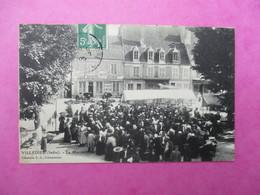 CPA 36 VILLEDIEU LE MARCHE FOULE - France