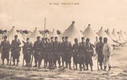 AU CAMP RELEVE DE LA GARDE - Manoeuvres