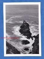 Photo Ancienne Snapshot - Enfer De Plogoff - POINTE Du RAZ - 1951 - Finistère Bretagne Vague Rocher - Boats