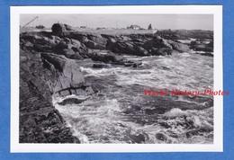 Photo Ancienne Snapshot - SAINT GUéNOLé / Penmarc'h - 1951 - Finistère Bretagne Vague Rocher - Boats