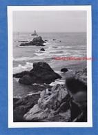 Photo Ancienne Snapshot - Pointe Du RAZ - 1951 - Finistère Bretagne Vague Rocher Cap Sizun Photo Bomb - Boats