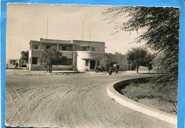 NIGER-  NIAMEY-la Poste -rue Animée-   -années 20--édition S A GA  Niamey - Niger