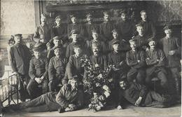 SOISSONS Carte Photo Soldats Allemands à L' Hôpital Militaire En 1918 - Soissons